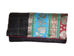 Petite pochette en patchwork de soie