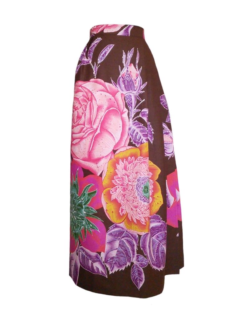 Jupe portefeuille asymétrique en wax imprimé maxi fleurs